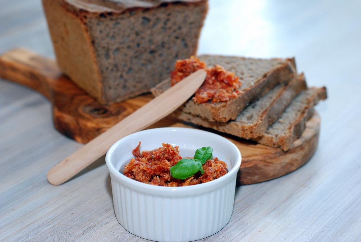 Pasta z suszonych pomidorów i grana padano
