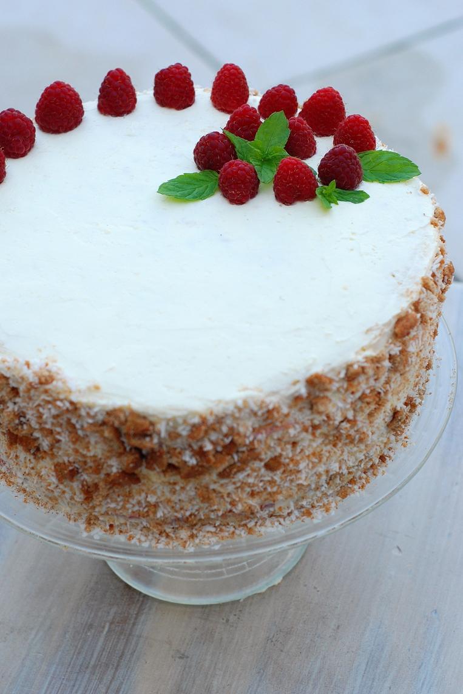 Tort malinowo-kokosowy